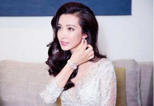 中国长得最标致的10位大美女,最后的虽惹争美女装女仆换图片
