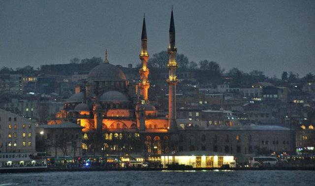 世界上唯一一城跨兩洲的地方,風景有何不同?