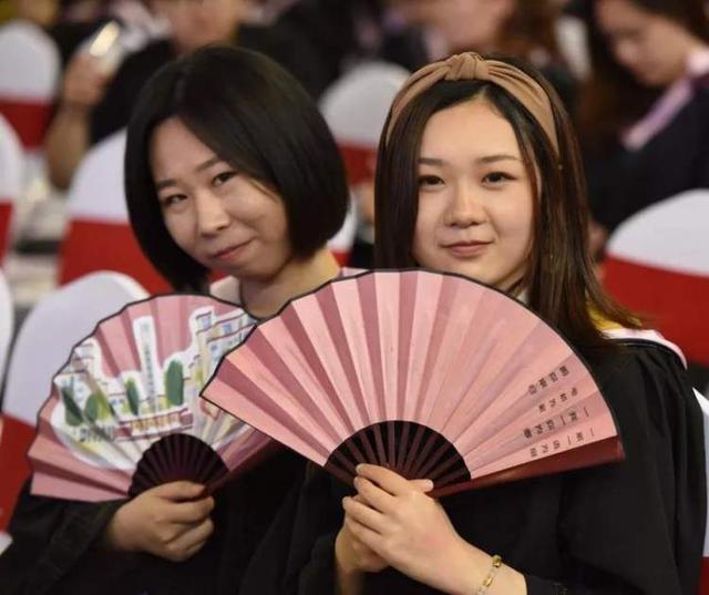 上海学院绶带首次授予毕业生电机散文荣誉诵读经典教学设计图片