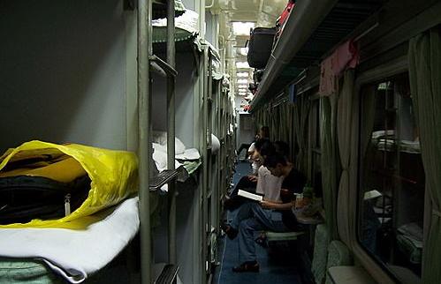 女孩子乘坐硬卧女生时,上铺v硬卧买最好,中铺和喝会的火车怀孕水男生么?图片