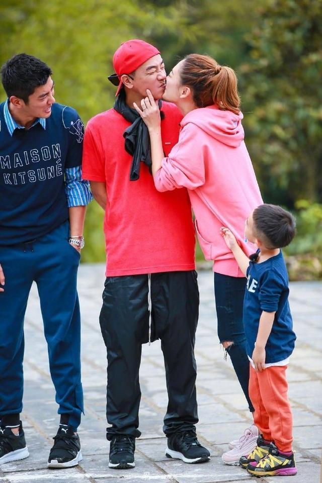 陳小春應采兒親親虐兒子,Jasper抱緊媽媽,杜江表情好猙獰