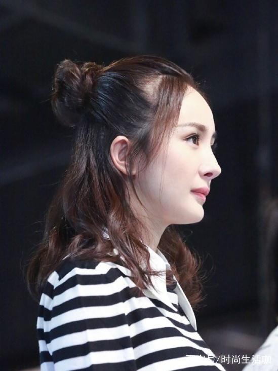 明星半扎图片头丸子同款发型轻松get中年女烫发短图片
