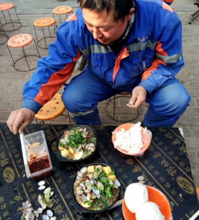 澳门威尼斯人平台:仅10元,馒头米饭随便吃,遭工人疯抢!