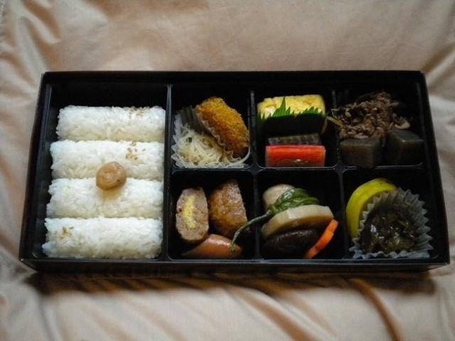 日本人吃便当不退役?直接吃冷的,高中在加热原因士兵图片