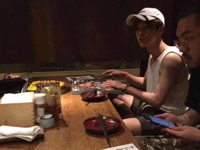 金沙娱乐:偶遇鹿晗,与他共进烛光晚餐的不是关晓彤而是发小