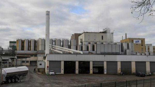 英媒:法國乳品巨頭全球召回受污染嬰兒奶粉 中國在列