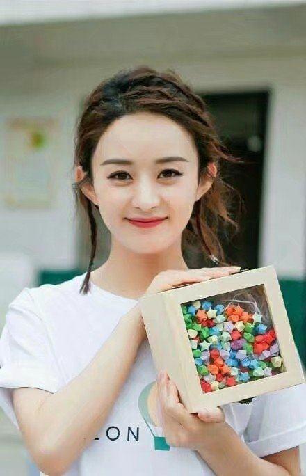 赵丽颖的5种苹果:发型头、丸子头,最后一个齐刘海怎么梳显得脸小图片