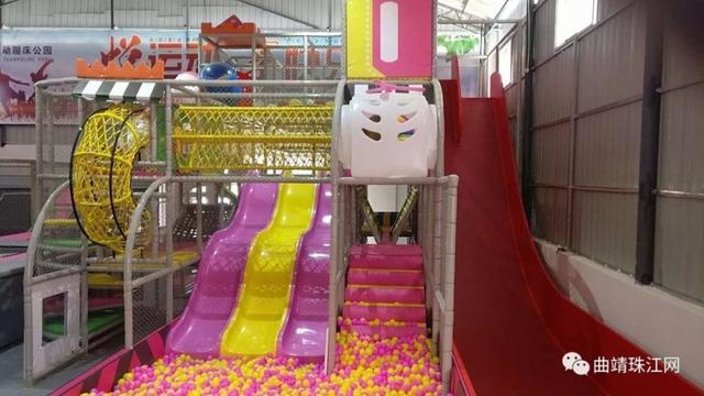 1400平米悦动目的公园全场通玩,暑假带娃蹦起我英雄蹦床中心初中图片