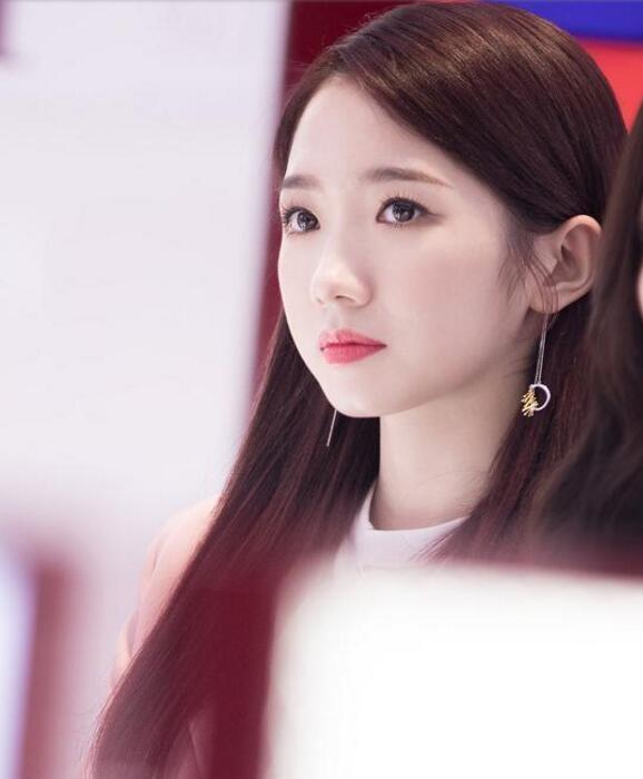 网友李子演唱《达拉崩吧》,表情们却被孟美岐火箭高清包小少女图片