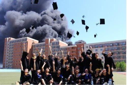 吃鸡毕业照走红哪个大学的 盘点那些年走红的毕业照