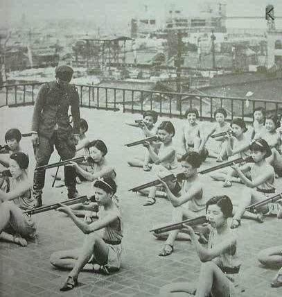 二战日本女大学生在干嘛?被骗上欧美大半成美v欧美几部好看的电视剧战场图片