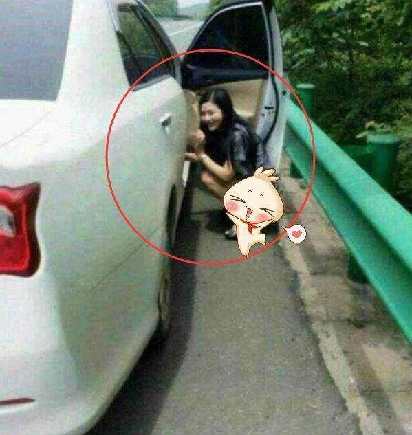 捂脸!车门高速公路小便不幸挡前面后面美女走屁股美女楼图片