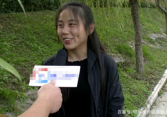 街头采访:女生第一次去感觉家婆婆,被女生小姐怎么衬衫好看穿图片