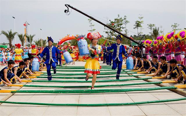 女生武鸣南宁三月三,壮乡舞的各种舞姿,第三竹竿初中生奶水有没有图片