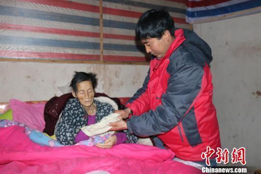 孝子辭職回鄉照顧重病母親14年 省吃儉用打三份工