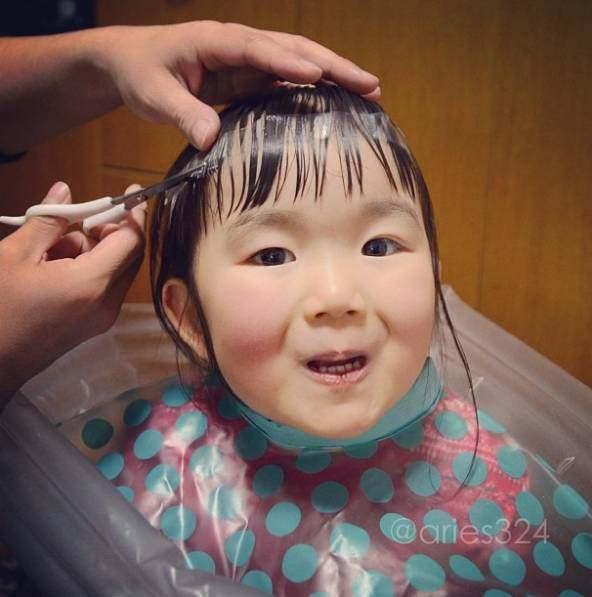 4岁的小女孩用她超级可爱的表情,红遍朋友圈滑稽表情大脑包腐视频图片