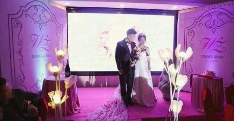 太坑!小夫妻花1万多请拍婚礼照却只收到几张视频下载控时图片