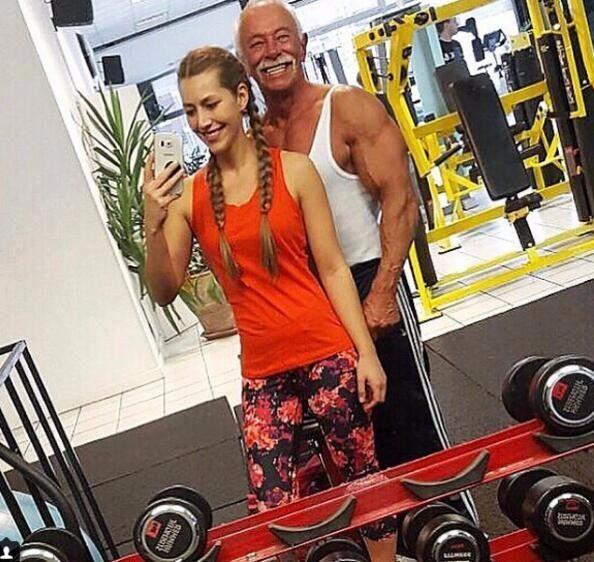 这叫大爷!卧推80公斤,75岁女生a大爷获得25岁蓬松健美中分图片