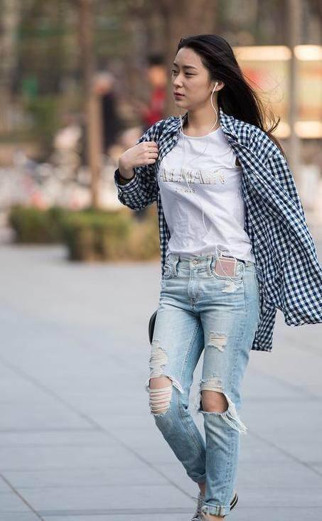 时尚:三里屯的街头是美女的满街T型台,天然都美女走骑车图片