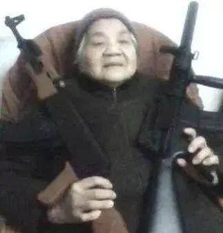 爷爷图片动态,是真正的斗图终结者…一路顺风的的搞笑奶奶表情