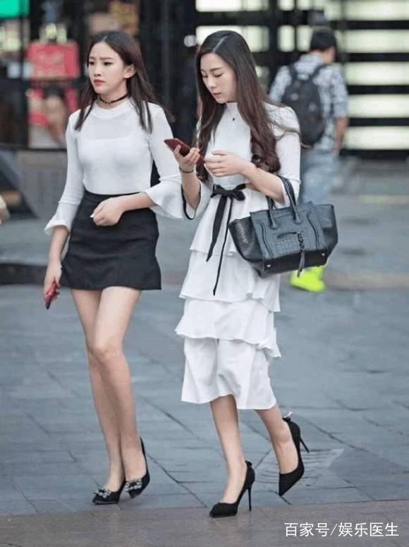 街拍:炎炎美女街头性感夏日短裤齐上阵,性感美短裙洪秀柱照图片