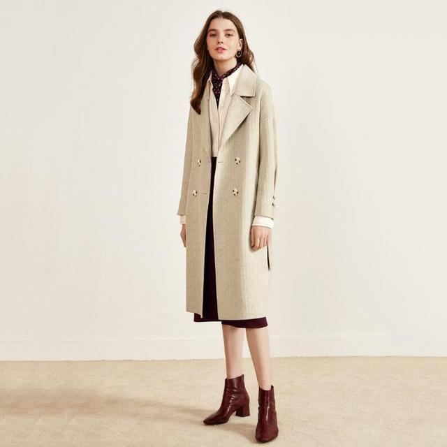 大衣冬季女生穿,真是高冷又有范!胸痛怎么女生回事是图片