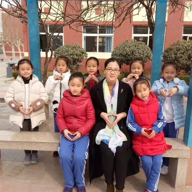 让爱化作春雨,在小学下播撒--城阳区v小学阳光教通州小学培训学校图片