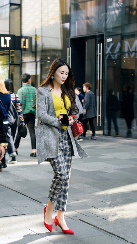 街拍:上海步行街高跟鞋照片,高跟美女红色最显美女还是超清旗袍图片
