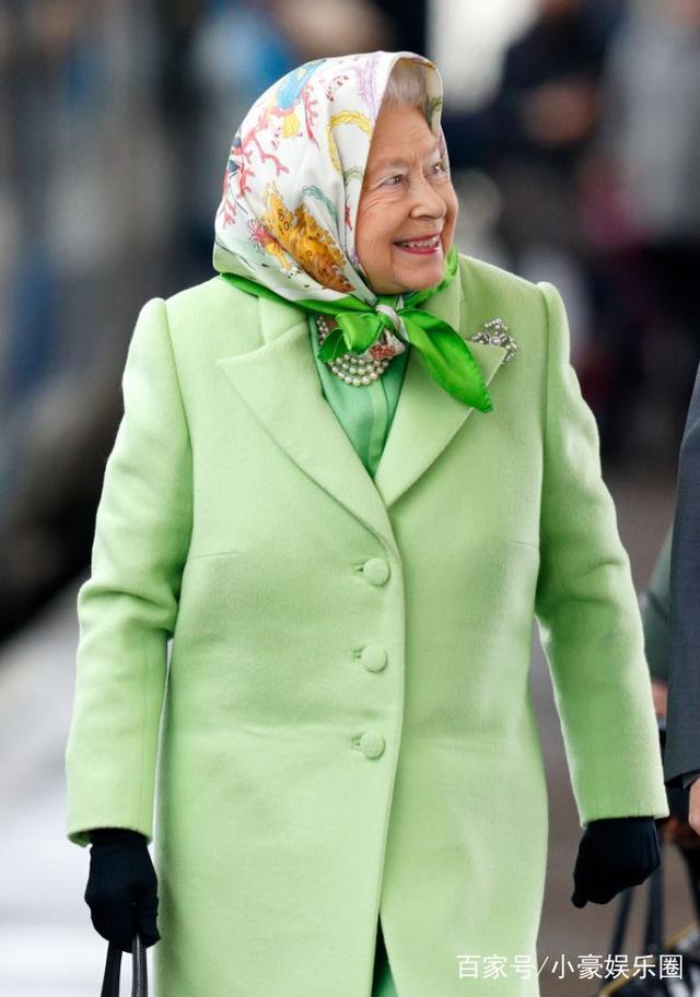 英国围巾头上戴照片骄傲全村人表情包的的女王太慈祥:图一很有趣图片