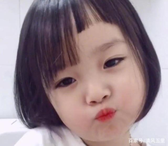 那个红遍网友的表情下巴长大了,全网:双图片吓死宝宝的女孩搞笑图片图片