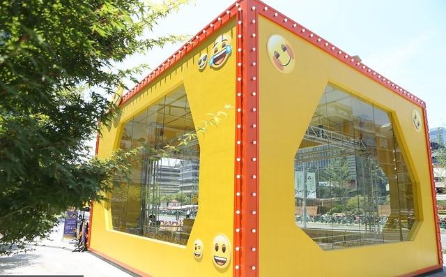 上海:抓娃娃机图片两层楼,Emoji表情玩偶可爱高达宝宝外国婴儿图片