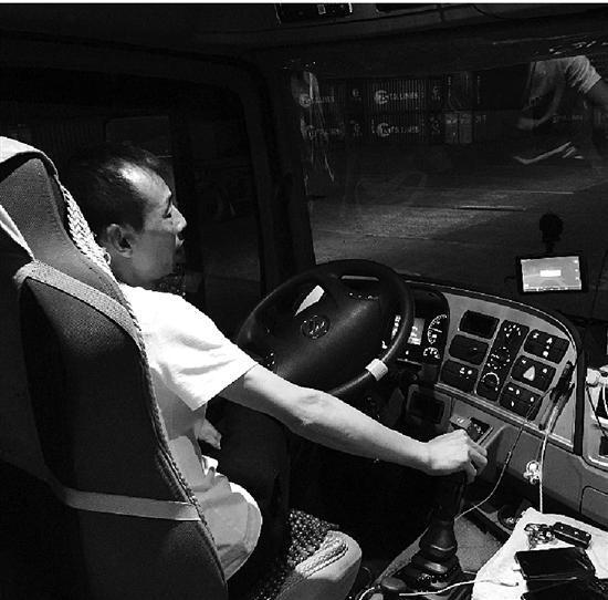 集裝箱貨車司機半數睡嗎不足4小時 車輛事故頻發