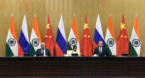 王毅:中俄印三國應給世界帶來更多確定性和正能量