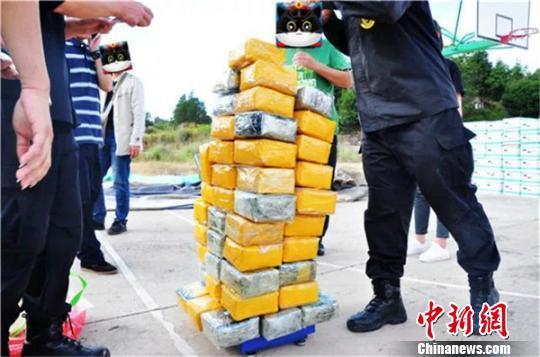 雲南楚雄警方查獲運毒案 56噸香蕉中藏毒65公斤