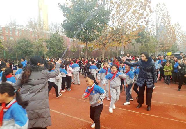 威尼斯人娱乐场:周口市文昌小学举行跳大绳比赛