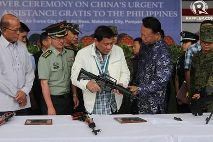 """美国逼迫菲总统""""投降"""":中国火速支援"""