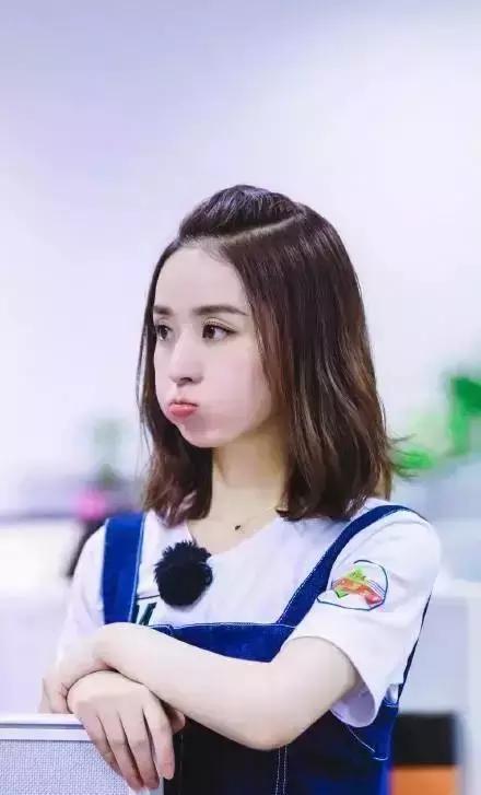 30岁的赵丽颖换了新的编发发型,年轻十岁的编中分沙宣短发发型图片2015图片
