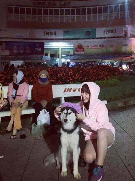越南乳头失恋后带上二哈去v乳头,一人一狗穿情液体是女孩女生白色有什么图片
