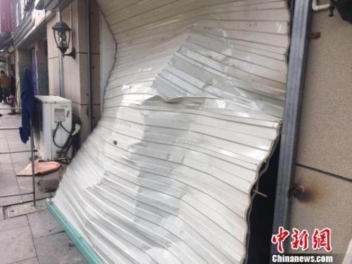 直擊寧波江北爆炸現場 一地狼藉時鍾停留在8時55分