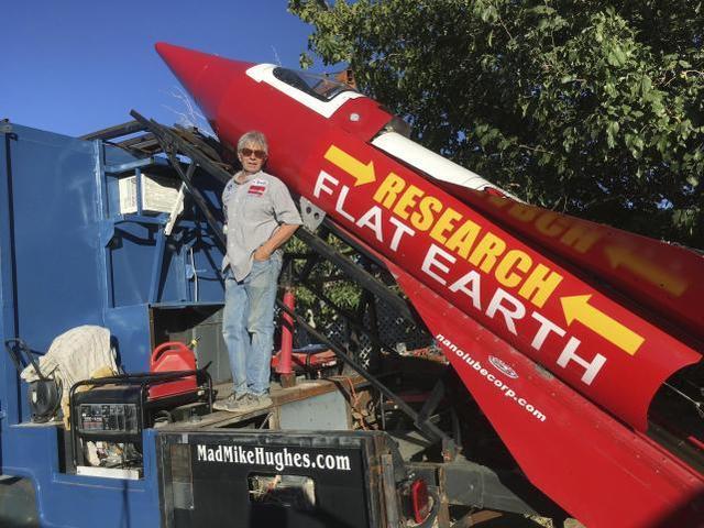 61歲男子花13萬自造火箭,想上太空證明地球不是圓的