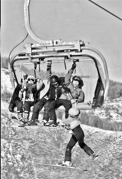 4名兒童在纜車上打鬧並掀開防風罩 致其中一人墜落