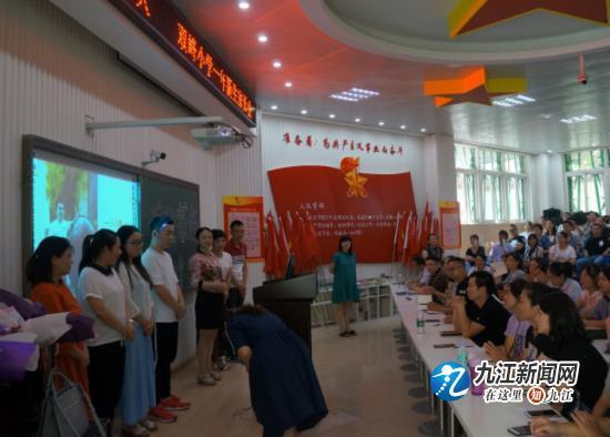 双峰作文小学新生举行一家长校区本部年级写话图看小学生图片