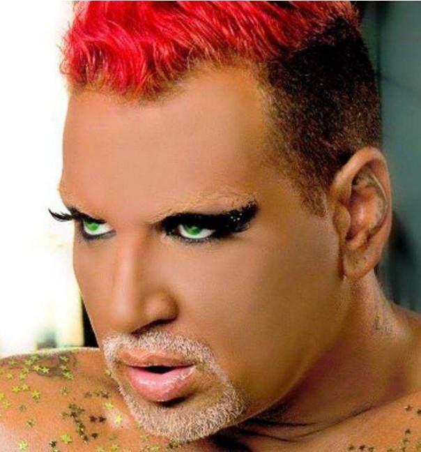 表情把帅哥化妆成保加利亚妖王,化妆后的小哥搞笑骂人女子包安装图微信下载图片