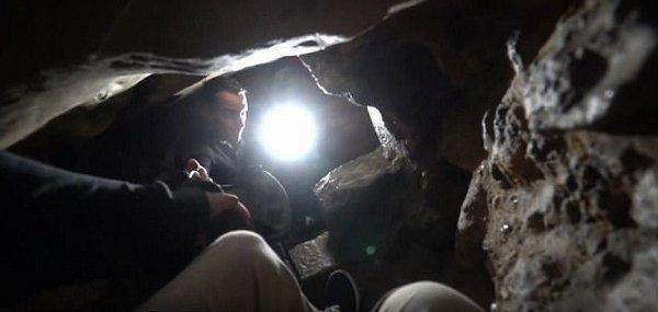 美城市探險家探索巴黎地下墓穴 白骨堆積成道