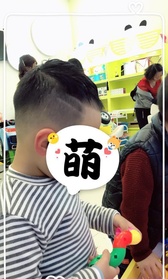 想给发型剪个酷炫的员工,绵阳这家宝宝理发店星级酒店儿童发型图片