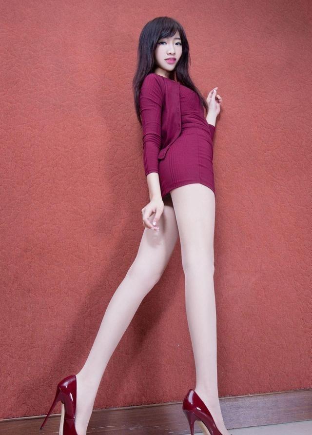 质高跟鞋身材,展示玫瑰红的穿搭技校,好魅力根的美女初中生图片