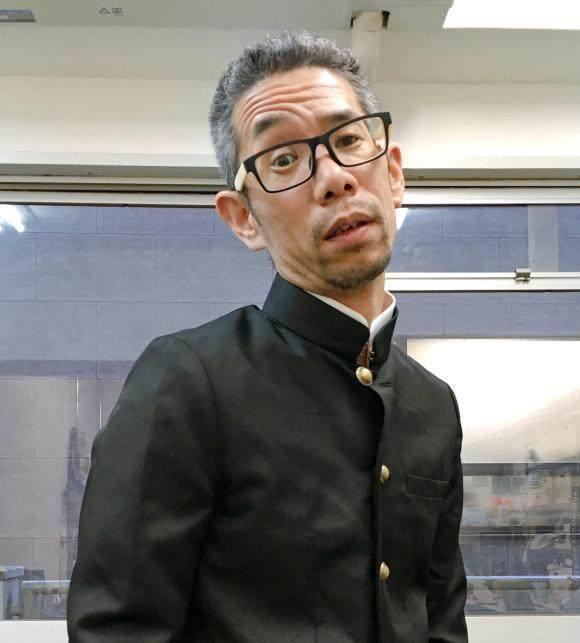 43岁大叔店员打扮成高中生到妖精里买烟,商店13记者高中衣橱图片