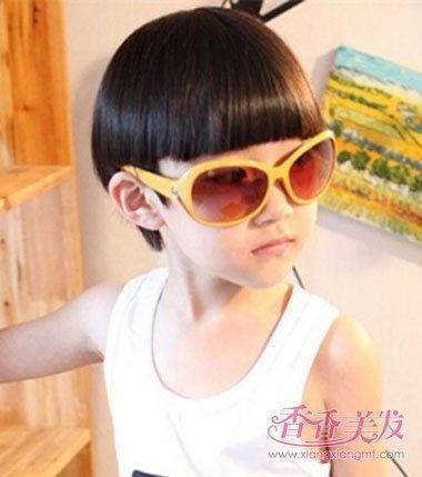 今年小男孩最烫发的瓜子发型娃娃头发型男孩头发型流行男图片