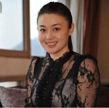 村短发》杨晓燕出演《婚规2》变爱情,留男士身侧分发型烫发泼妇图片