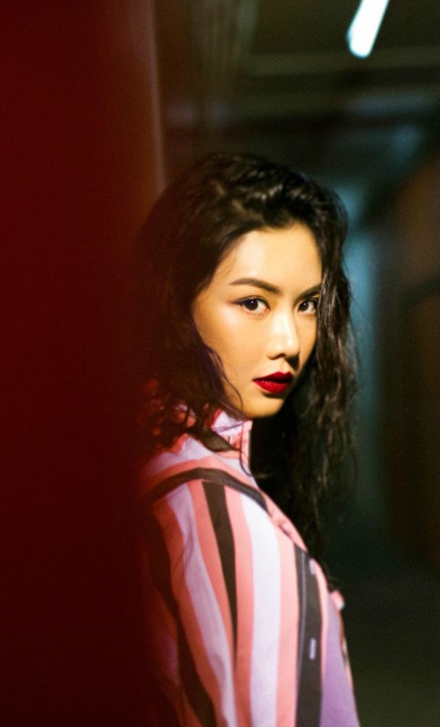 超级好女星香港身材乐基儿秀性感写真底性感美女内裤的图片